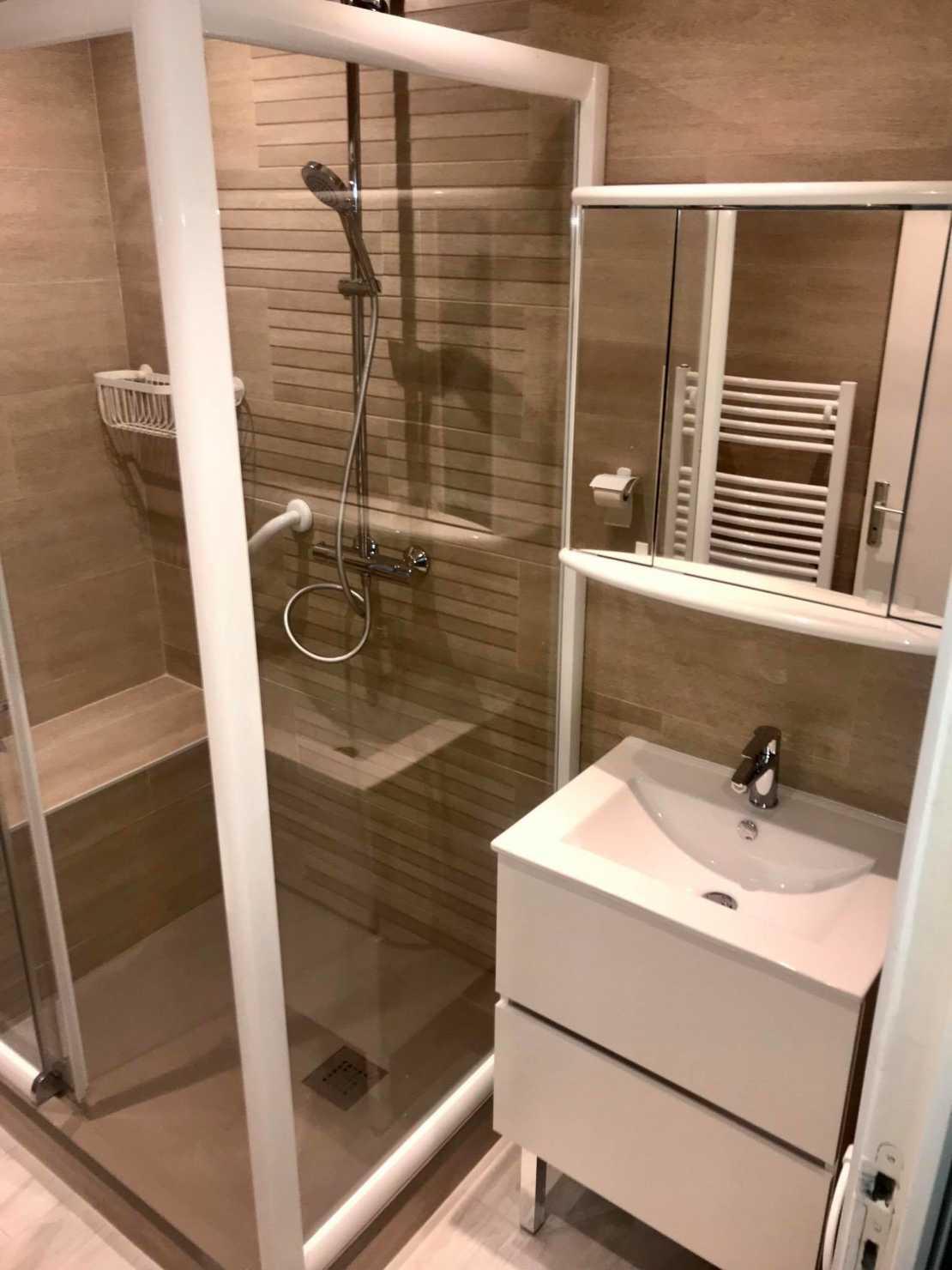 pose de cabines de douche pour personnes âgées sur Bordeaux